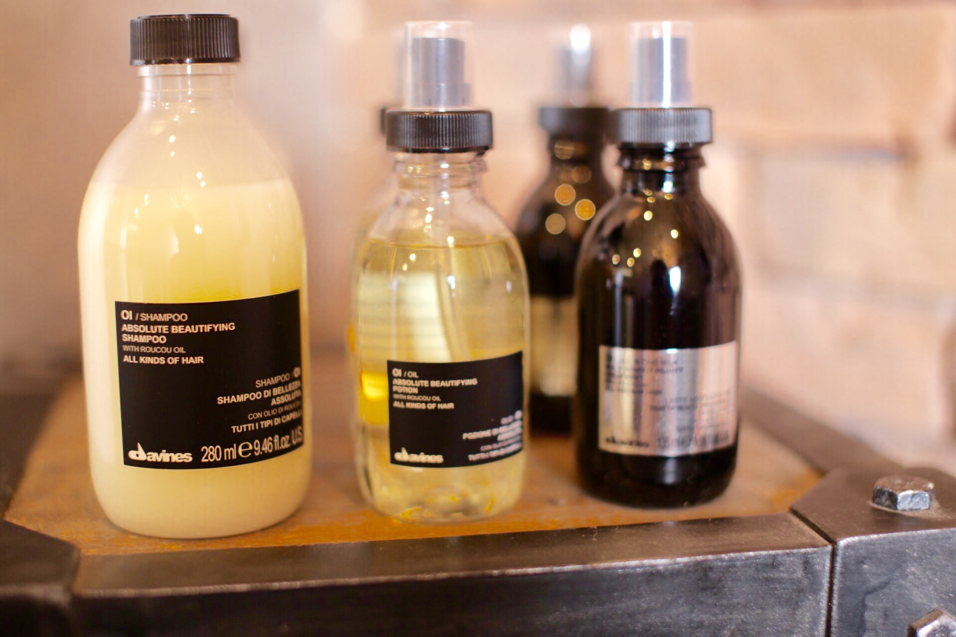 新宿の頭皮と髪に良いシャンプー・トリートメンとの美容室