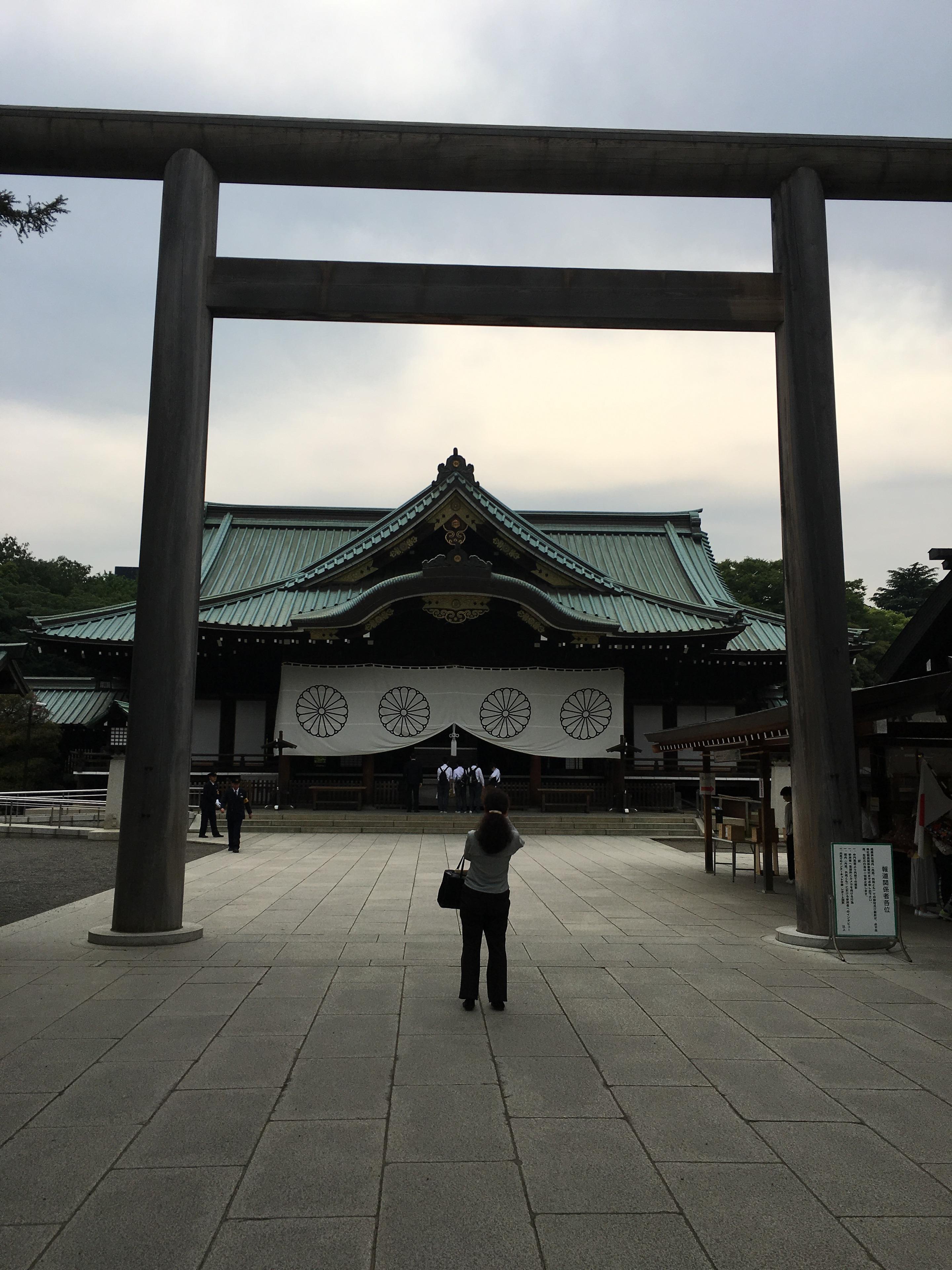 新宿歌舞伎町の美容院セイヴィアンの武久です!東京にきたら一度は行くべき神社巡り!