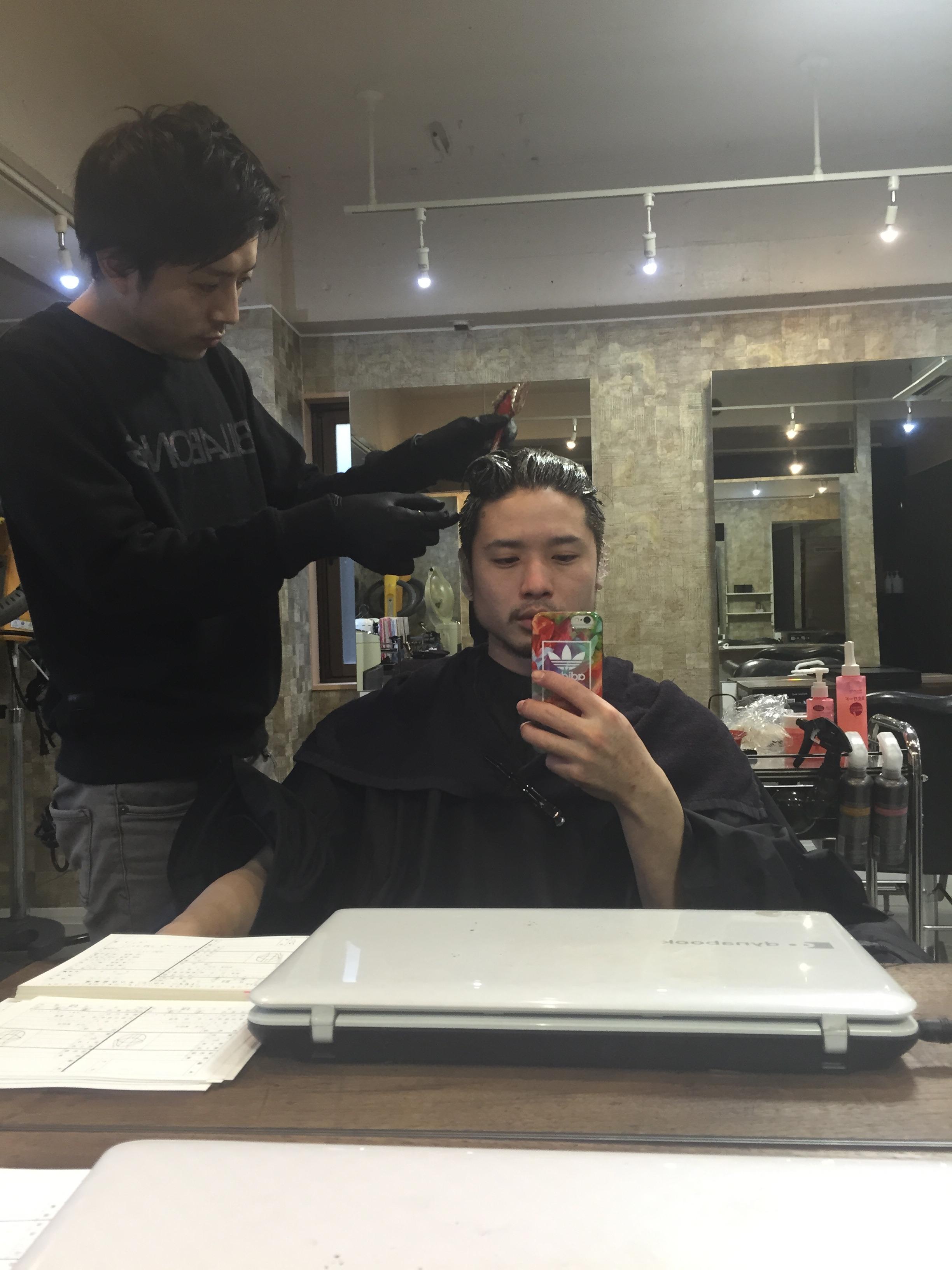 新宿のカラーに自信のある美容室 アッシュ グレージュ ラベンダー 透明感 ツヤ